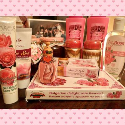 Разбираю болгарские сувениры! @jennyll18 готовсь:)))) #Bulgarian #cosmetics #rose #sweets #cosme