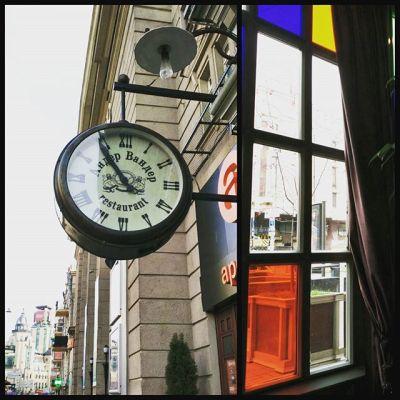 И немного воскресного Киева через витражное окно вам в ленту :) #киев #україна #витраж #окно #часы #Kiev #Ukraine #window #clock