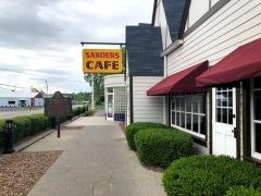 KFC - самый первый ресторан сети, открытый полковником Сандерсом в Кентукки