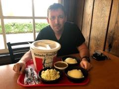 KFC - оригинальный ресторан в Кентукки. Эти порции ужасны!